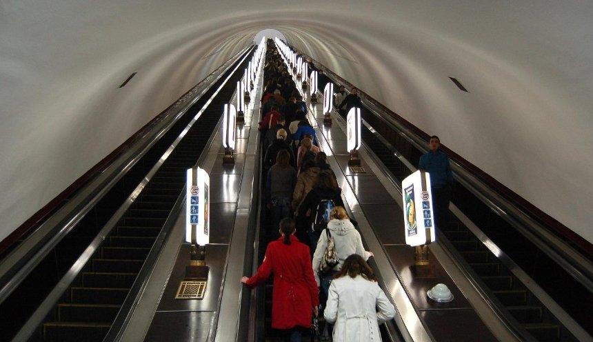 Настанции метро «Лукьяновская» отремонтируют эскалаторы: работы продлятся до2022 года