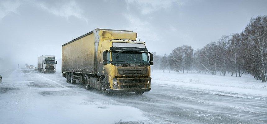 Из-за снегопада натрассах Киевской области ввели ограничения для грузовых авто: список дорог