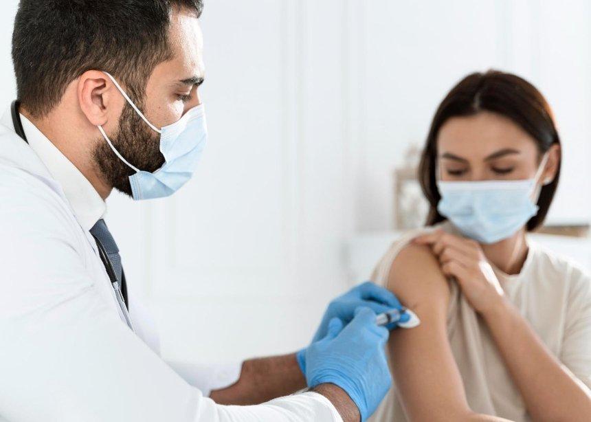 Как вакцирировать переболевших COVID-19 и беременных: рекомендации от МОЗ