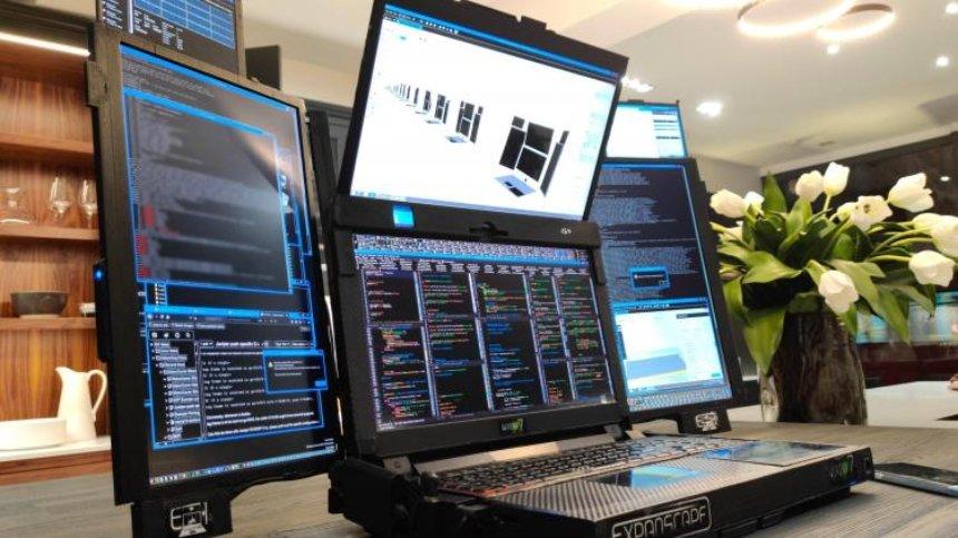 Компания Expanscape разработала ноутбук с семью экранами