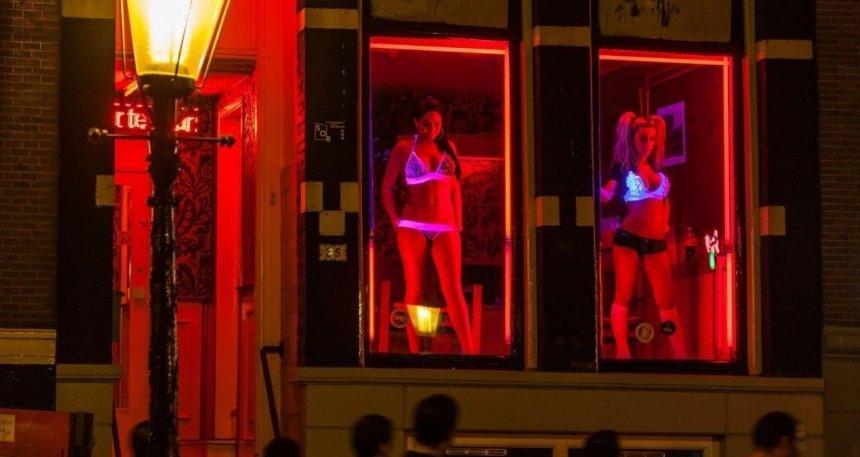 Власти Амстердама решили закрыть «квартал красных фонарей»