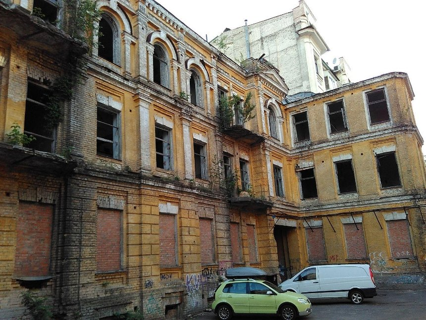 Аварийный дом Сикорского требуют отреставрировать через суд