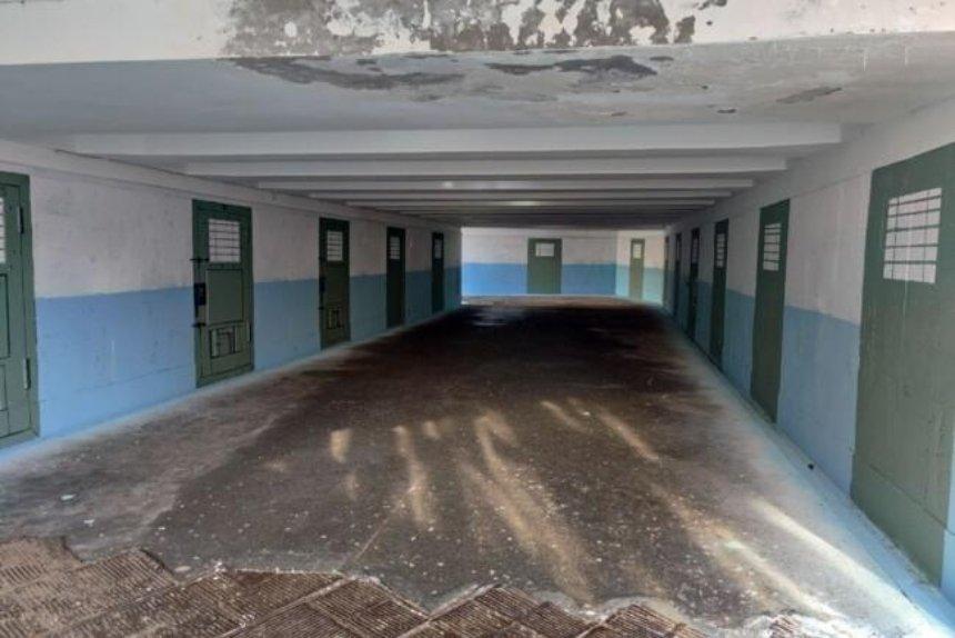 Подземный переход в центре столицы разрисовали под коридор СИЗО