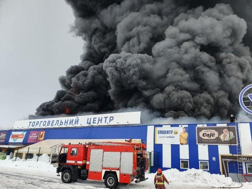 В Первомайске покупатель поджег «Эпицентр»: пожар тушат уже несколько часов