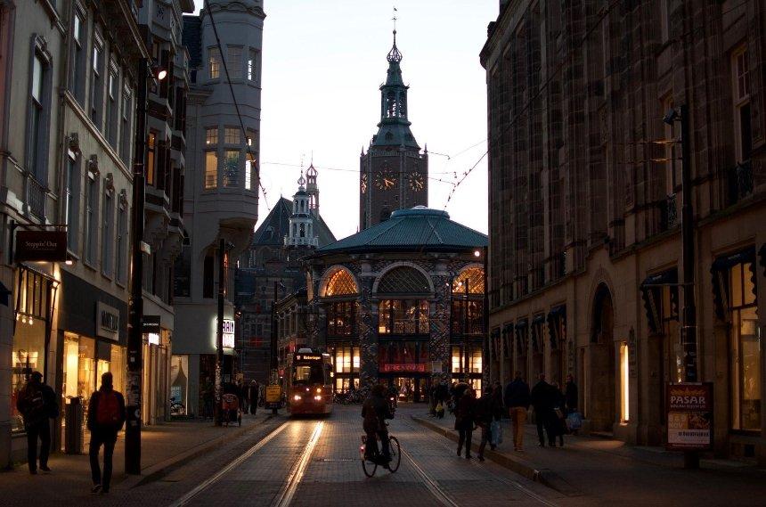В Нидерландах суд постановил отменить комендантский час, введенный из-за коронавируса