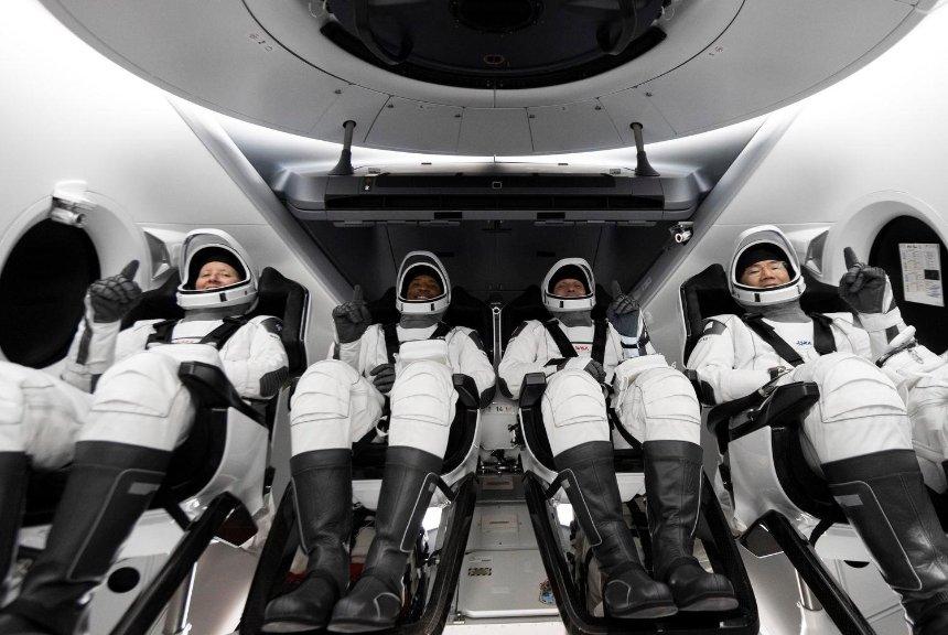 SpaceX впервые отправит на орбиту экипаж из космических туристов