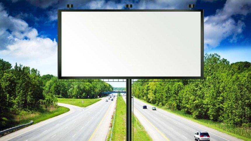 В Украине хотят запретить рекламу на автодорогах