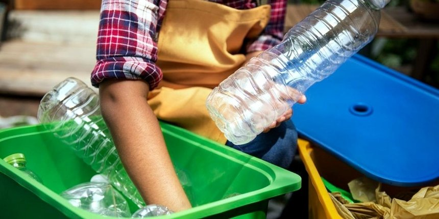 ВКиеве собирают пластиковые бутылки для эко-перформанса «Русалка XXI»