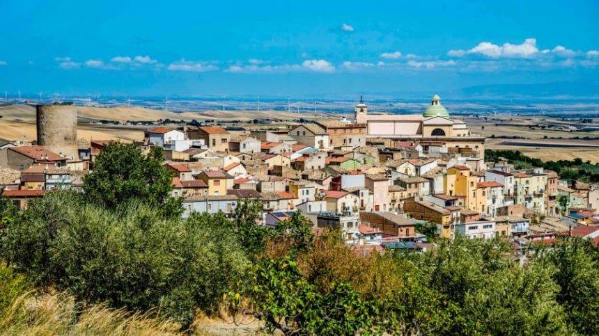 Дома в итальянском городе Биккари продают за 1 евро