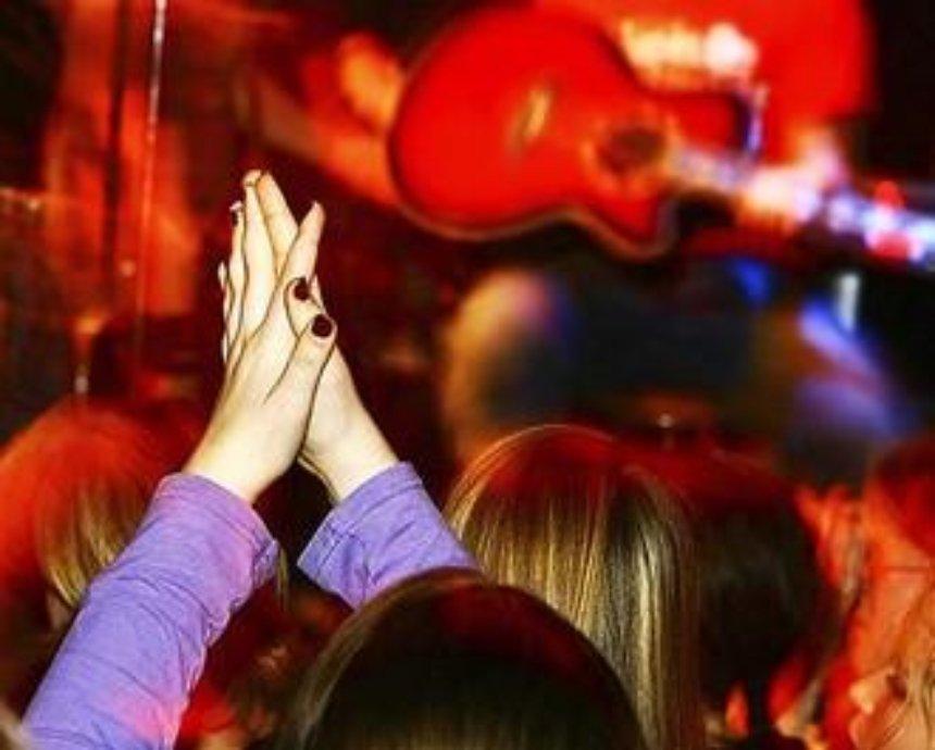 Битва за Muse: фаны - за концерт, но против цен