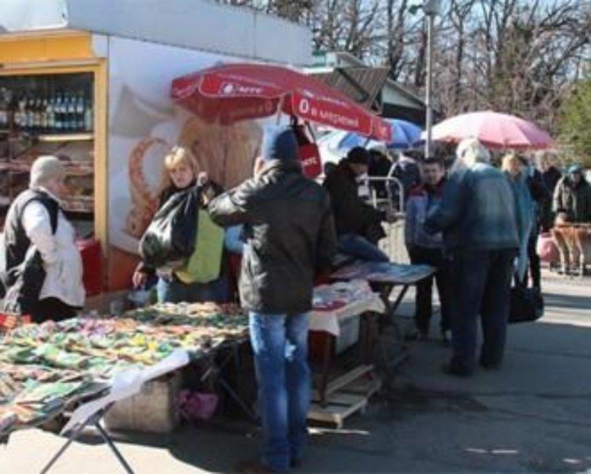 В Киеве массово разгоняют стихийных торговцев (фото)