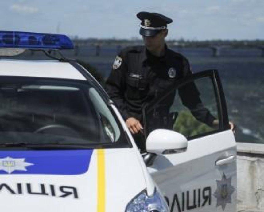 В Киеве пьяный водитель угрожал полицейским мамой (видео)