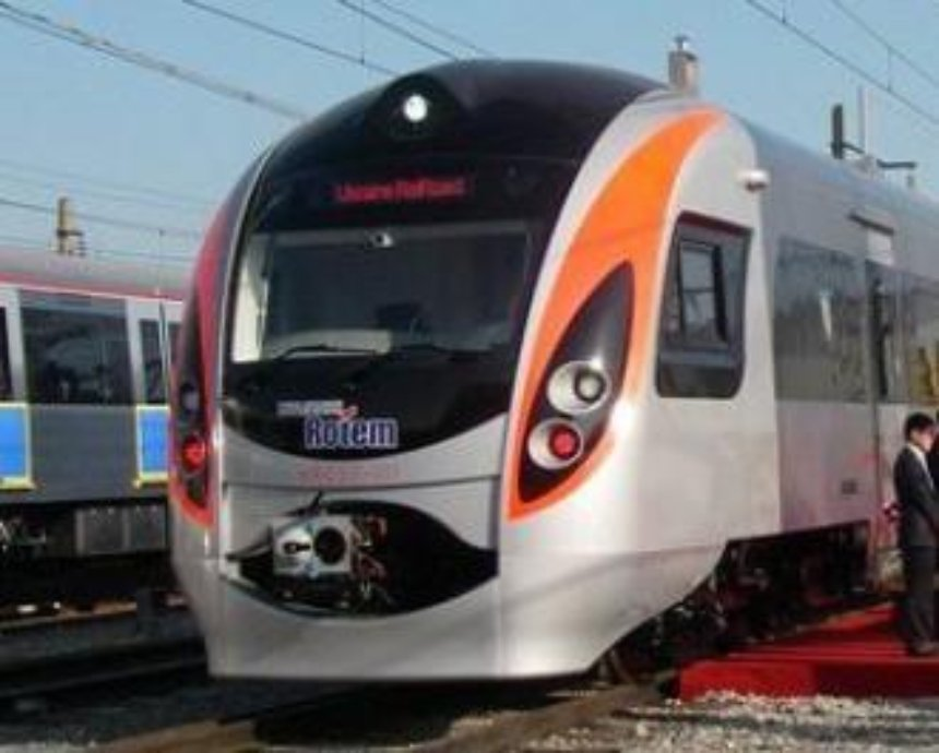 """Поезд """"Киев-Днепропетровск"""" с 359 пассажирами заминирован"""