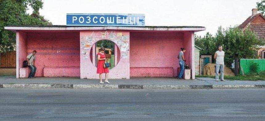 И Украина там: канадский фотограф сделал серию снимков о советских автобусных остановках