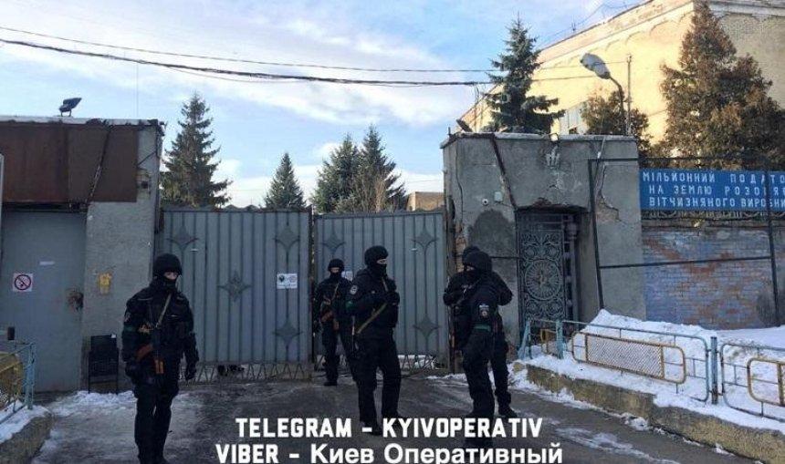 Нацполиция проводит обыск на базе «Нацкорпуса» (фото, видео) — обновлено