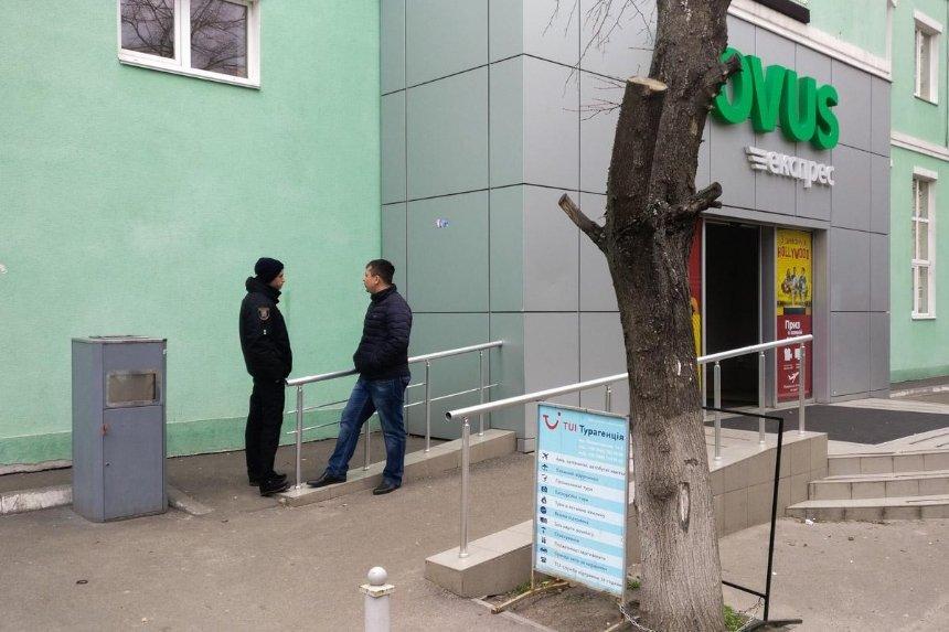 На Воскресенке у входа в супермаркет Novus нашли гранату
