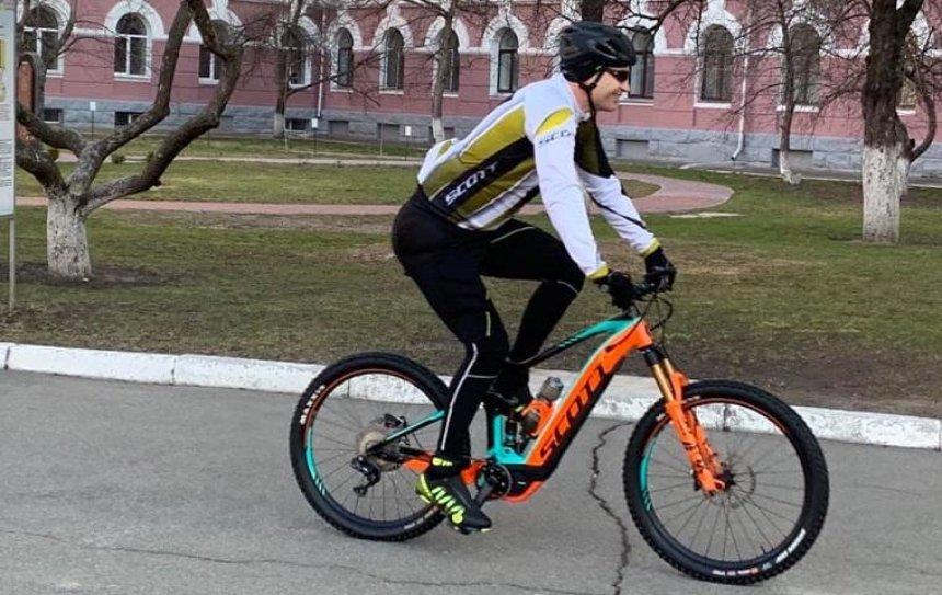 Кличко приехал на избирательный участок на велосипеде (фото, видео)