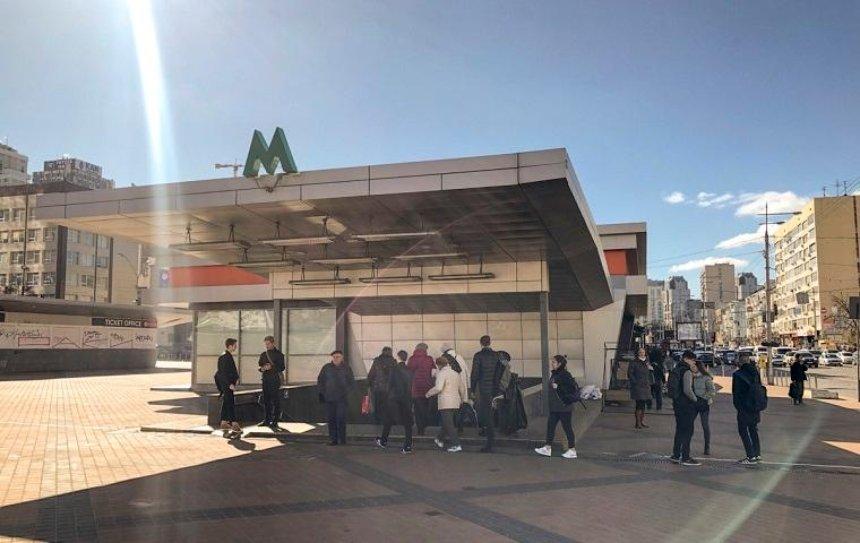 На станции метро «Олимпийская» умер мужчина (фото)