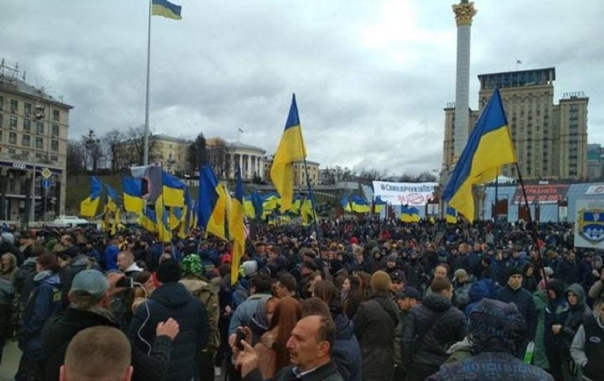 Националисты на Майдане проводят акцию против коррупции (фото)
