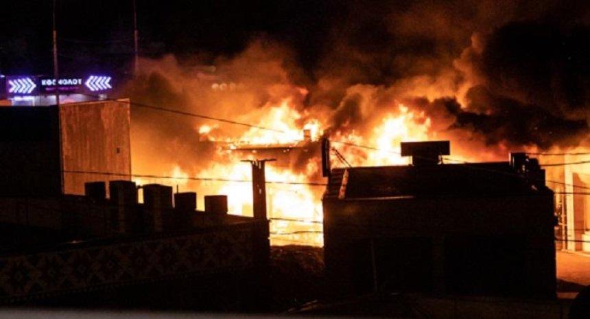 На Демеевском рынке произошел крупный пожар (фото)