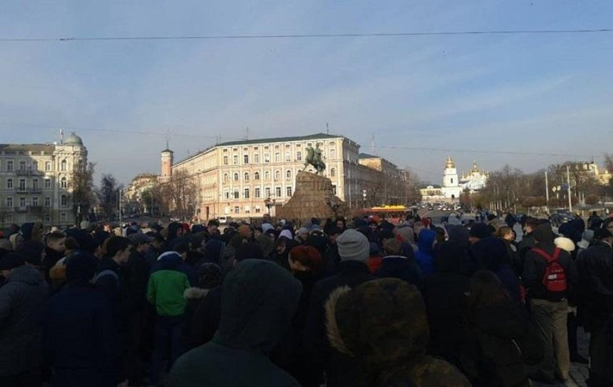 ВКиеве снова «кинули» собравшихся на проплаченный митинг (фото)