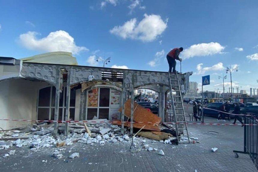Масштабный демонтаж: на Центральном вокзале Киева ликвидируют МАФы и «наливайки»