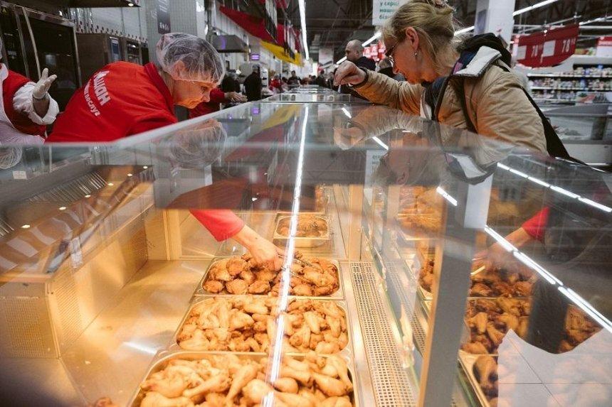 Столичному гипермаркету временно запретили торговать продуктами на развес