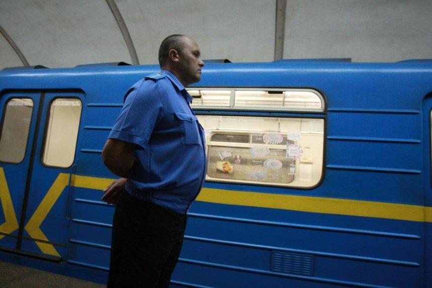 В вагоне киевского метро подорвали «петарду» — пассажиров эвакуировали