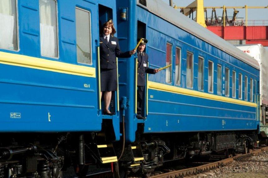 Полицейские начали сопровождать проблемные пассажирские поезда «Укрзализныци»