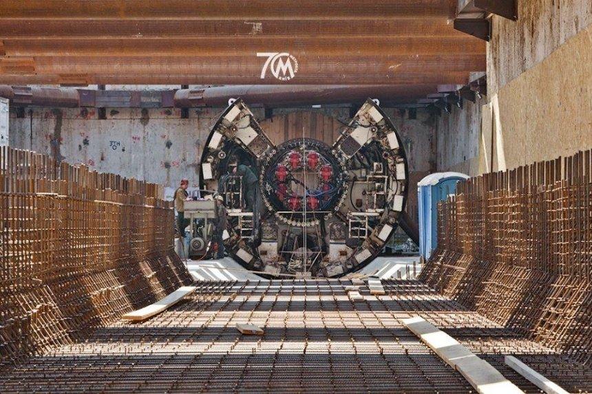Метро «Мостицкая»: рабочие начали монтировать тоннелепроходческий комплекс станции