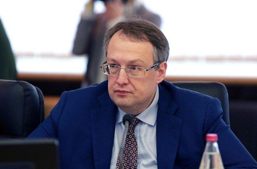 Полиция может начать следить за украинцами через мобильные телефоны, — Геращенко