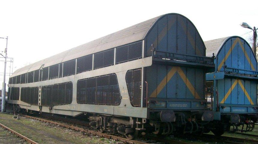 «Укрзализныця» возобновляет курсирование вагонов-автомобилевозов
