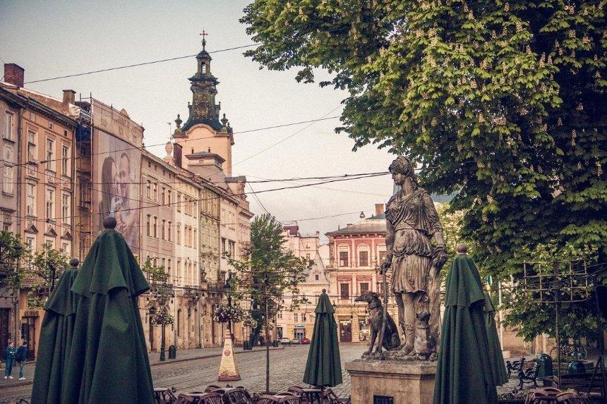 Во Львове до конца марта закрывают кинотеатры и кафе: причина
