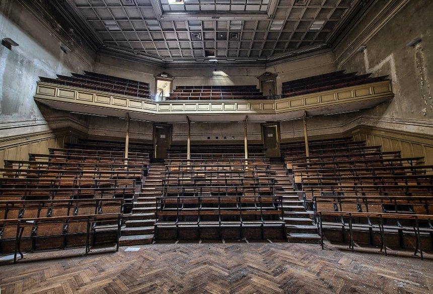 «На сцені жити треба»: сучасний театр та курйози акторського життя