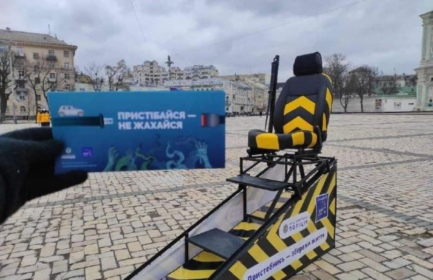 На Софийской площади установили симулятор столкновения