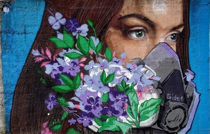 Киевский художник создал мурал о борьбе с коронавирусом и надежде