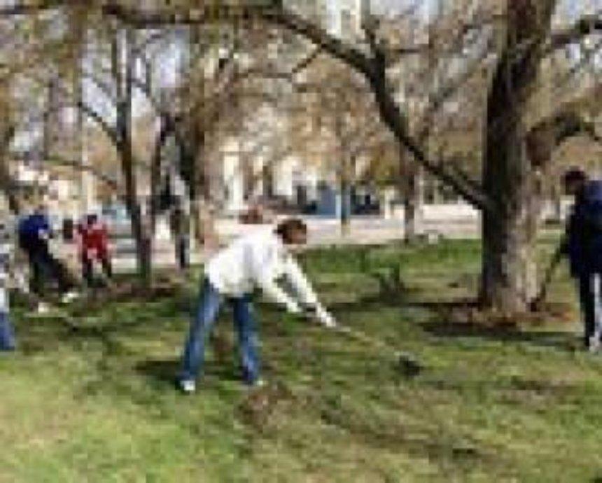 70 тысяч киевлян убирали город в Чистый четверг