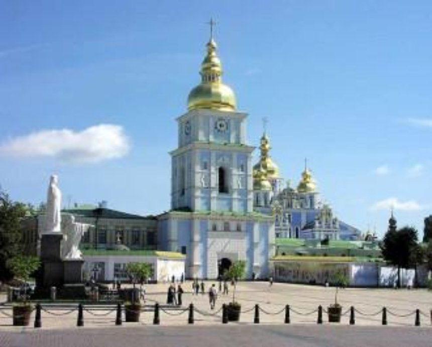 Защитники Киева зовут на Михайловскую площадь