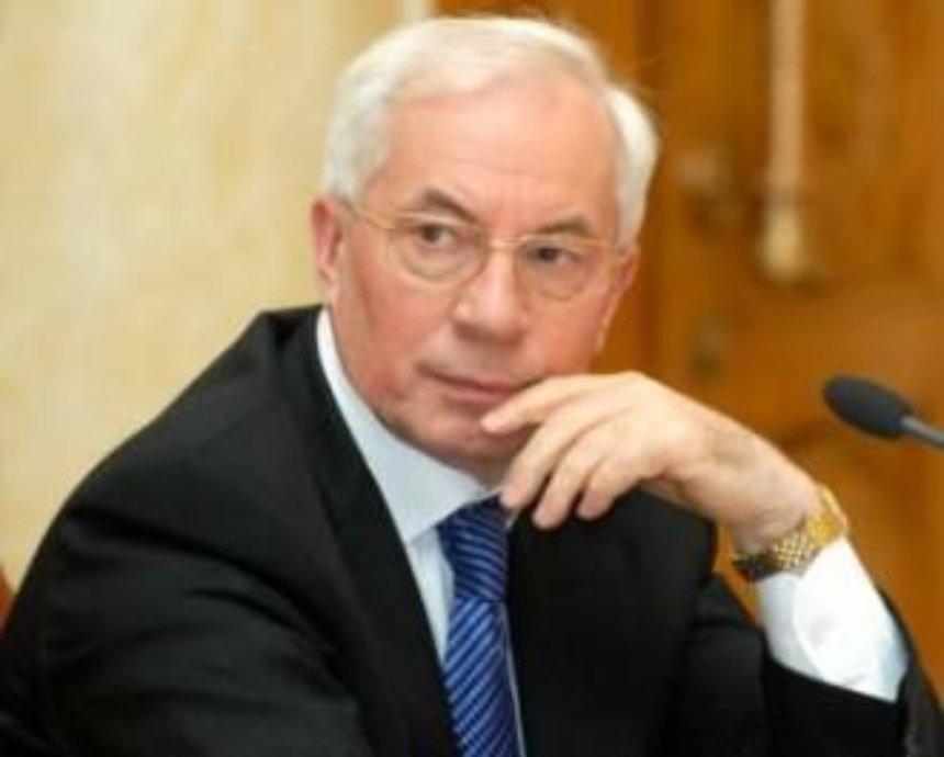 Азаров пообещал, что в Киеве будет Аллея воинской славы