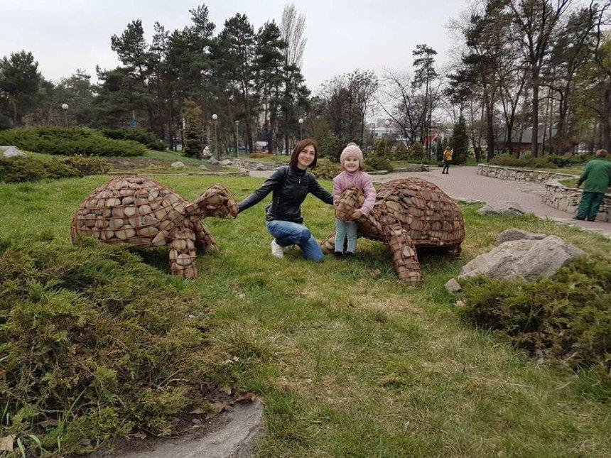 """У парку """"Перемога"""" з'явилися кам'яні черепахи (фото)"""