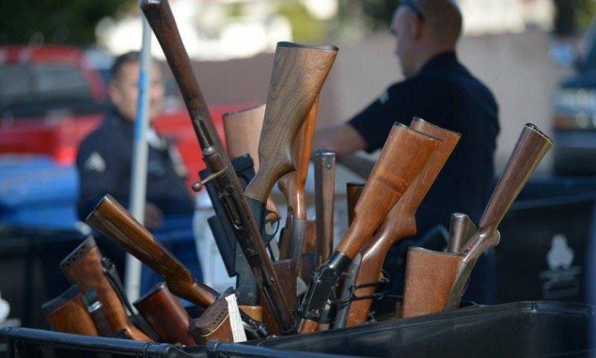 Полиция призывает киевлян добровольно избавляться от оружия