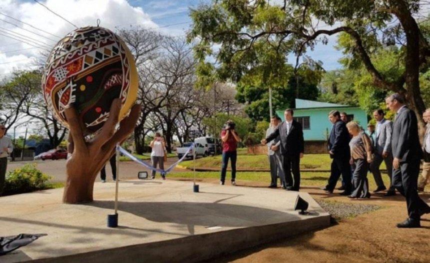 В Аргентине открыли памятник писанке (фото)