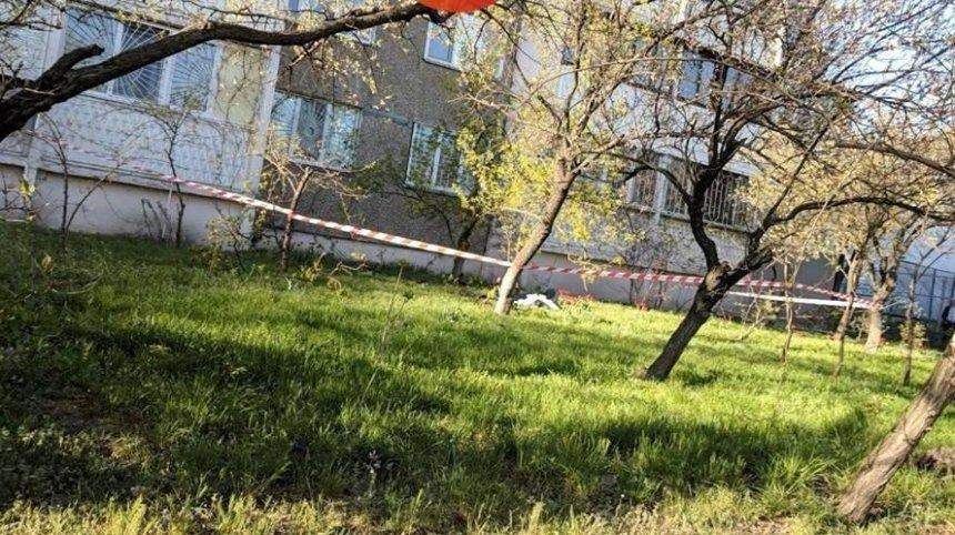 На Оболони женщина выпала с 12 этажа (фото)