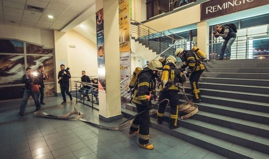 В еще одном столичном ТЦ прошли масштабные пожарные учения (фото, видео)