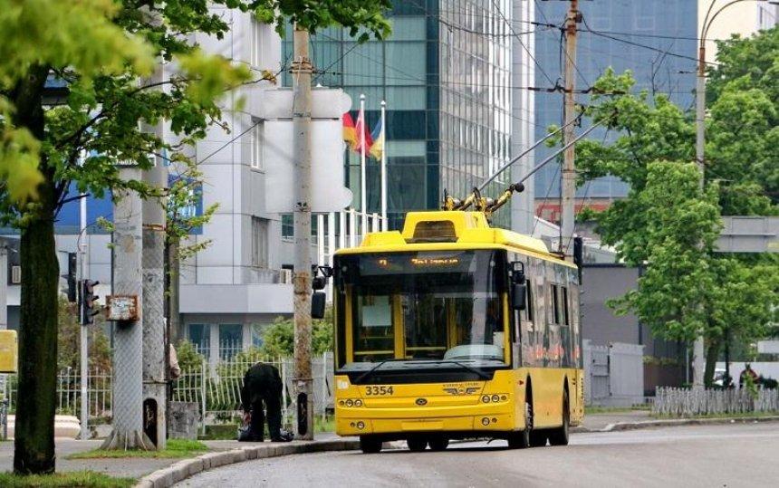 У київських тролейбусах почали встановлювати інтелектуальні камери спостереження (фото, відео)