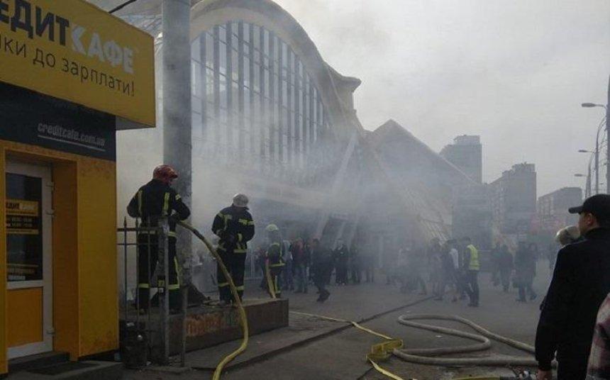 В Соломенском районе горел МАФ (фото, видео)