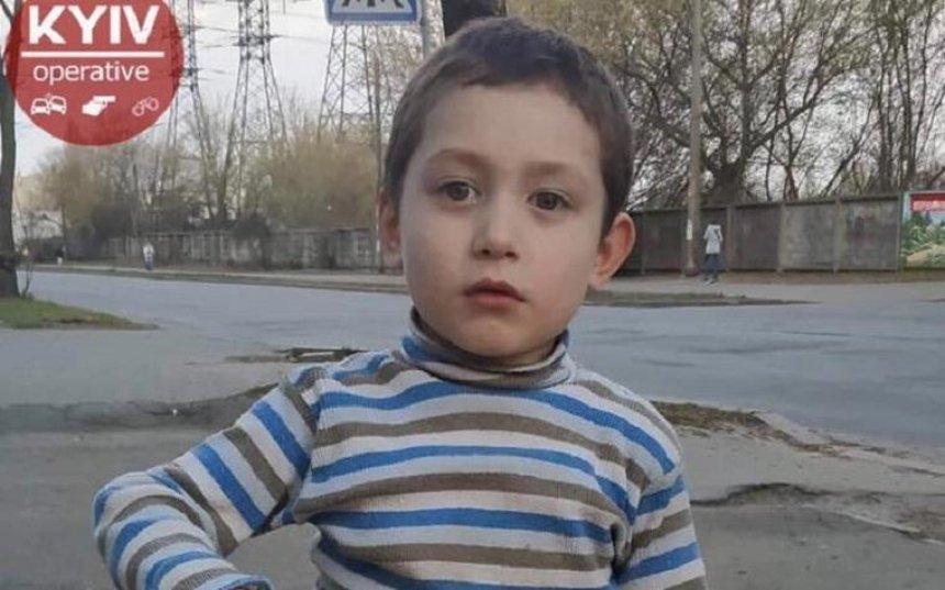 Помогите найти: в Киеве ищут родителей потерявшегося ребенка (фото) (обновлено)