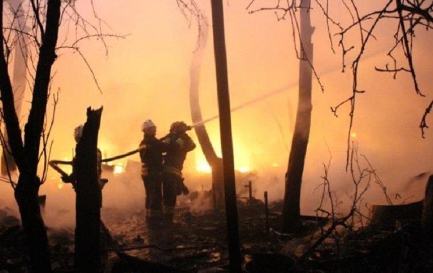В Подольском районе произошел масштабный пожар с взрывами (фото, видео)