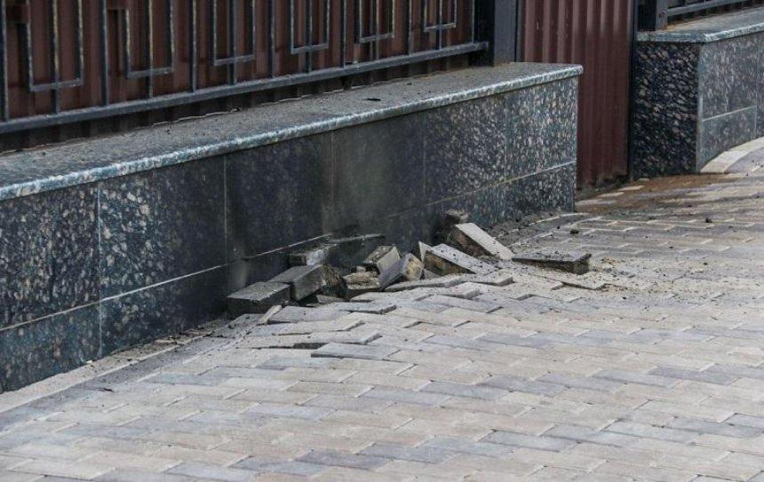 У российского посольства в Киеве произошел взрыв (фото)