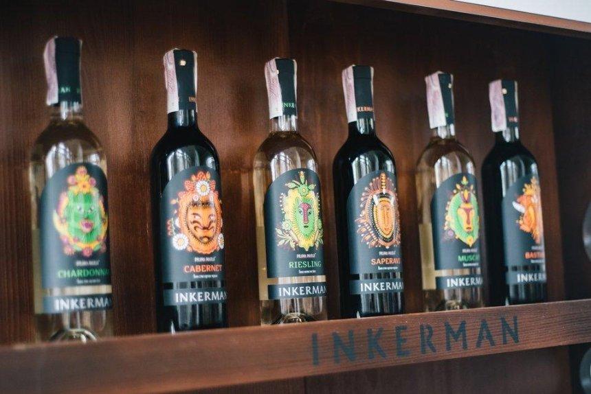 Компанія «ІНКЕРМАН» представила вино, натхненне роботами Марії Примаченко